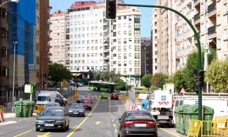 Los coches vuelven a circular en dirección Travesía