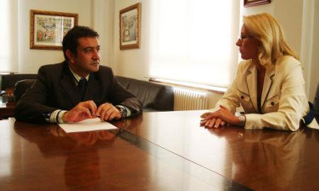 Santiago Domínguez y Corina Porro, al comienzo de la reunión en la sede de la Autoridad Portuaria
