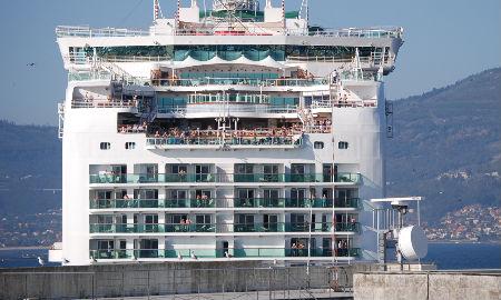 El 'Ventura' zarpando ayer de Vigo