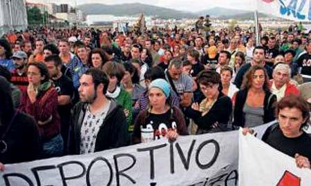 Centenares de cangueses se manifestaron en contra de las obras.