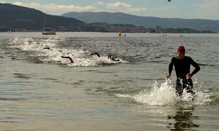 Javier Gómez consiguió mucha ventaja en la prueba a nado. Autor: Ana Rodríguez.