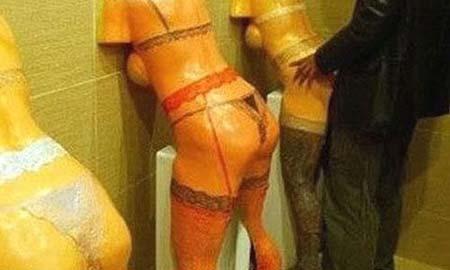 Cuarto de baño peculiar. Fuente: pictureisunrelated.com