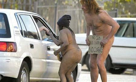 Sin trabajo, sin comida... ¡sin ropa! Fuente: pictureisunrelated.com
