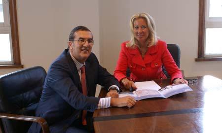Iribarren, durante la reunión con Corina Porro.