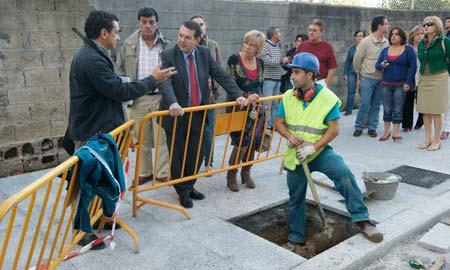 El alcalde visitó las obras de Torrecedeira.