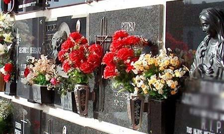 Los cementerios se llenarán este fin de semana de flores.