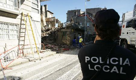 Los Bomberos y la Policía Local ya intervinieron el domingo en el derrumbe de una casa en Bouzas