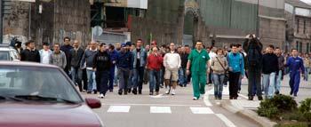Los trabajadores saliendo de los astilleros de Beiramar.