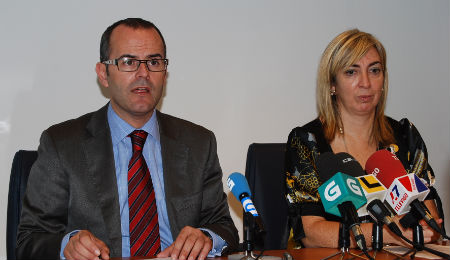 O conselleiro Xesús Vázquez e a delegada, Lucía Molares, na sede da Xunta en Vigo