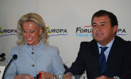 Javier Guerra, conselleiro de Economía, junto a la presidenta del Puerto, en un acto en Vigo