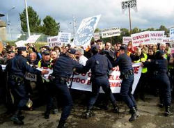 Una manifestación ante el cuartel, hace unos meses