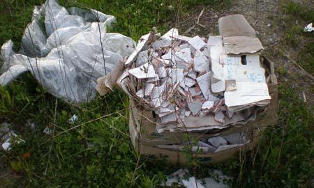 Uno de los vertidos de escombros encontrados por el UMIR.