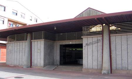Revitalizar o pequeno comercio en Salvaterra pasa por arranxar o mercado