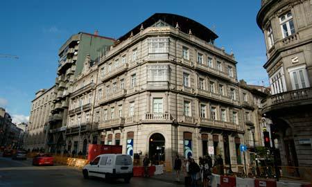 Caixa Galicia se desdobla para hablar de negocios con Caixanova