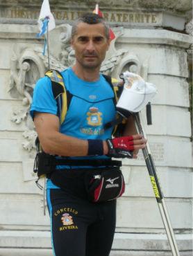 El alpinista gallego Andrés Villar sale de Toulouse para intentar hacer el Camino de Santiago en patines en 10 días