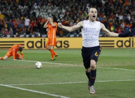Los campeones traerán mañana la Copa a España