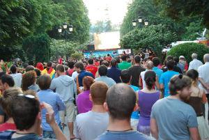Galicia agota las pantallas gigantes para ver la final del Mundial que disparan sus precios hasta los 12.000 € por un día de alquiler