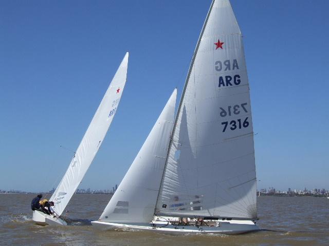 La Diputación de Guadalajara, que está a 400 kilómetros del mar, encuentra un velero suyo en O Grove