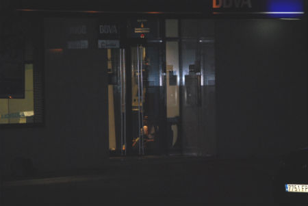 Tras seis horas acaba el secuestro de una mujer en un for Oficinas bbva en vigo