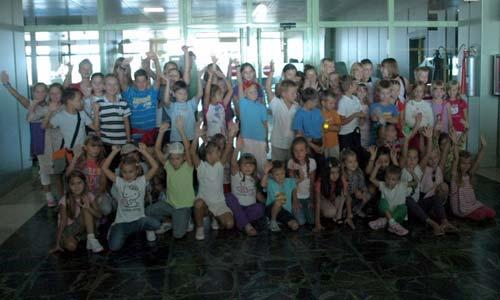 La despedida de los 66 niños rusos en el aeropuerto de Lavacolla.