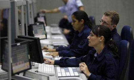 Los controladores cobrarán, de media, 200.000 € anuales y trabajarán 116 horas menos