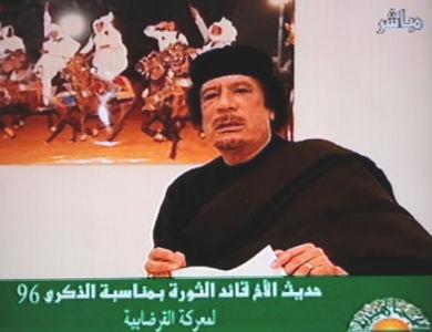 Gadafi pide a la OTAN abrir negociaciones y ofrece petróleo a los países de la coalición