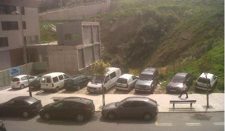 Alcalde, ahora que tiene tiempo ¿va a ocuparse de que los coches no destrocen las aceras de Pizarro?