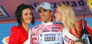 Contador machaca en el Giro y deja con el culo al aire a la Unión Ciclista Internacional