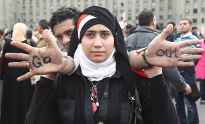 Jóvenes egipcias fueron forzadas a realizarse pruebas de virginidad durante las protestas en la Plaza Tahrir
