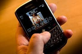 Se entera de que fue violada por siete amigos al ver un vídeo grabado con un móvil