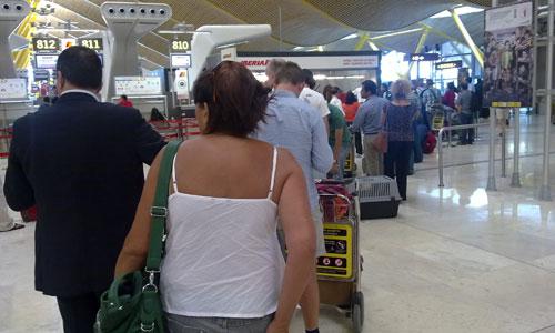 En tierra al comprar billetes de un vuelo 'fantasma' a Compostela