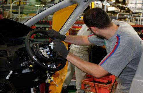 PSA Vigo dejará de producir 7.000 vehículos durante el último trimestre