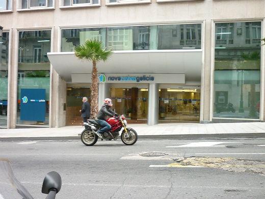 El frob toma el 93 de novacaixagalicia vigo al minuto for Oficinas novacaixagalicia madrid