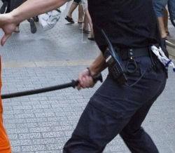 Cargas policiales en Barcelona contra estudiantes, con quema de contenedores incluídos