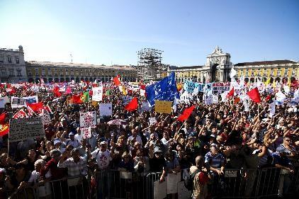 Más de 100.000 personas se manifiestan en Lisboa días antes de que se convoque una huelga general