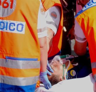 Dos heridos, uno grave, tras chocar su coche con dos caballos en Meira