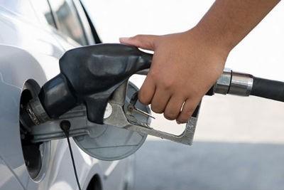 Como con la gasolina meter el Ford foco