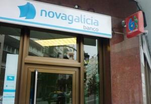 Afectadas por las preferentes siguen su encierro en un for Banco galicia busca cajeros