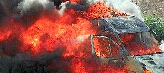 La patronal culpa al comité de huelga del incendio de la base del 061 en Coruña y estos se preguntan si no lo habrán causado los empresarios