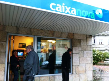 Afectad s por las preferentes en as neves logran cerrar la for Oficinas la caixa vigo
