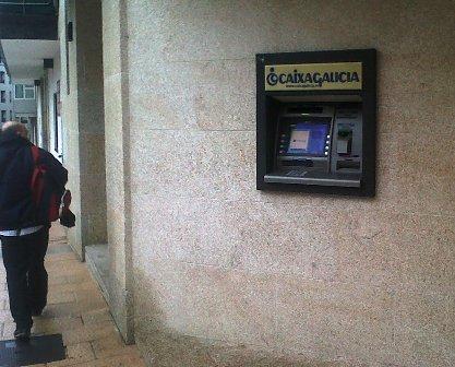Cuatro detenidos por la explosi n de un cajero en el for Banco galicia busca cajeros