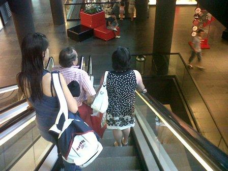 Detenidos en Vigo por robar todos los días de este mes en una misma tienda