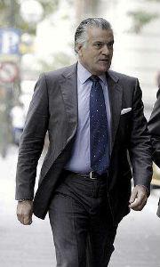 Bárcenas quiere 895.000 € o su readmisión en el PP