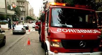 Un incendio en un edificio de A Coruña obliga a desalojar a unos 45 vecinos
