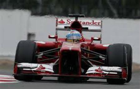 Alonso, tercero, sale vivo de Silverstone