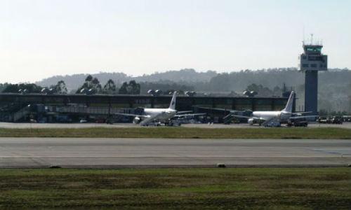 A Xunta crea unha 'central de compras única' para negociar os destinos coas compañías aéreas