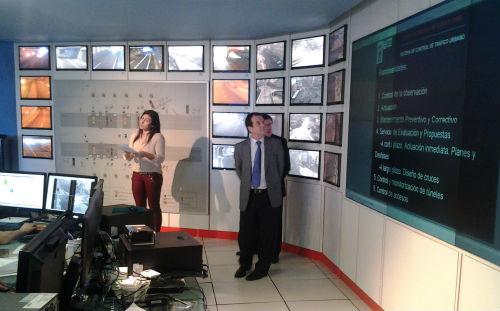 A sala de control de tráfico de Vigo vixía cada día que a circulación de 200.000 vehículos sexa segura