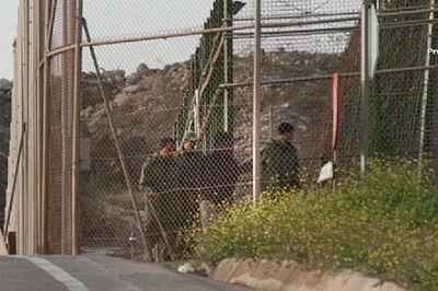 El Gobierno permite que miembros del Ejército marroquí, armados, entren en Melilla para capturar inmigrantes