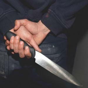 Detenido tras agredir a su mujer y a sus suegros con un cuchillo y prender fuego a su casa