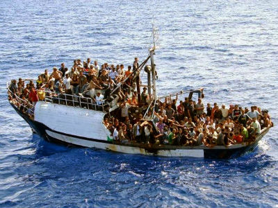 30 muertos en un bote de inmigrantes que navegaba por el Canal de Sicilia